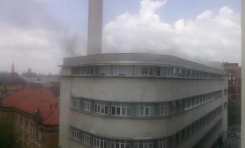 Пожар в центъра на София, сградата на ДАГ е обгърната в дим