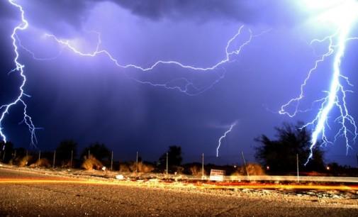 Оранжев код за интензивни валежи, гръмотевични бури и градушки е обявен в 6 области