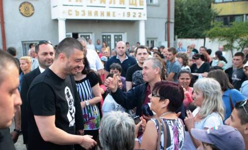 Бареков: Политиците трябва да сме смирени слуги на народа