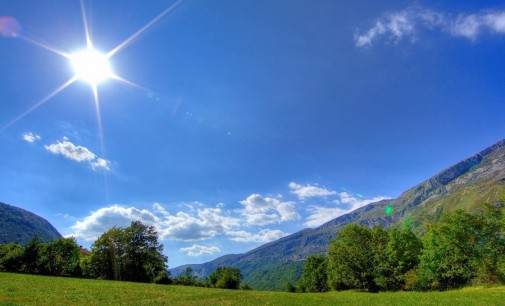 Слънчево време с максимални температури между 31° и 36° в понеделник