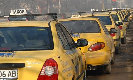 Почти двойно увеличение на минималната тарифа за превоз искат таксиджии