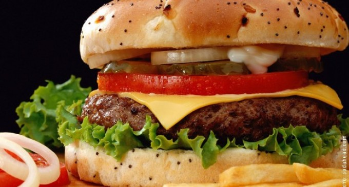 Какво се случва с тялото ни малко след като изядем хамбургер?