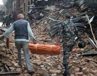 Намериха бебе под развалините в Непал