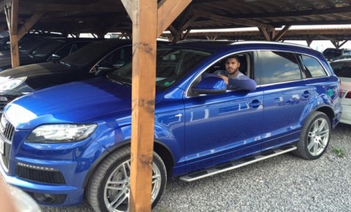 Фики се похвали с нов лъскав автомобил