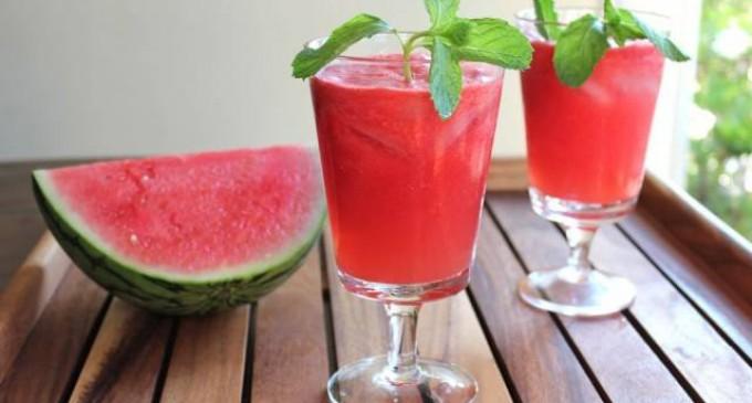 Освежаващ летен коктейл от диня и мента