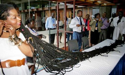 Аша Мандела е жената с най-дългата коса в света