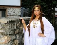 Младата певица Ашли с първа фолклорна песен