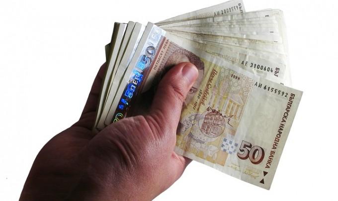 Пенсиите и заплатите скачат от днес